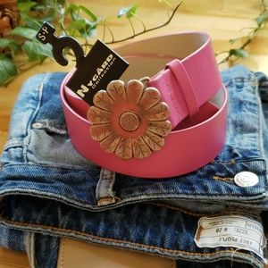 Nygard Collection - Pink flower belt 🌸